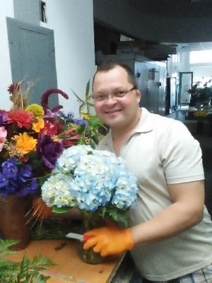 Dino, the Florist
